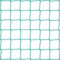 Kotara grodząca - ochronna siatka Siatka zabezpieczająca do ochrony na kotarę grodzącą o wymiarach oczek 8 x 8 cm i grubości siatki 5 mm sprawdzi się z powodzeniem na hale czy mniejsze sale gimnastyczne. Będzie stanowić ochronę zawodników przed lecącą piłką, ale idealnie sprawdzi się także do wyznaczania konkretnych sektorów i podzielenia dużej przestrzeni hali. Siatka wykonana z polipropylenu sprawdzi się i nie ulegnie rozerwaniu nawet pod wpływem silnego naprężenia spowodowanego rzutem piłką czy innym ostrzejszym przedmiotem.
