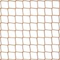 Siatka na okno hali sportowej Siatka na okno to idealne zabezpieczenie na halach sportowych czy nawet w domach jednorodzinnych. Siatka o wielkości oczek 4,5 x 4,5 cm i grubości siatki 3 mm sprawdzi się by zatrzymać pędzące piłki i nie dopuści do wybicia szyby. To konieczne na halach sportowych czy salach gimnastycznych, gdzie burzliwie rozgrywane mecze i spotkania nie raz skończyłyby się wybiciem szyb przez zbyt mocne wybicie piłki. Takie zabezpieczenie na okna to także ochrona przed ptactwem, które przy otwartym oknie nieproszone mogłoby wlecieć do środka. Polipropylen jest termoplastykiem i nie traci sowich właściwości nawet przy silnym promieniowaniu słonecznym.